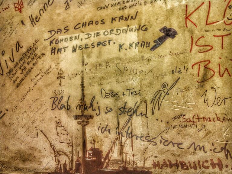 Poesie und grafische Kunst auf dem Männerklo